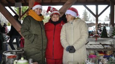 koleżanki z KGW na jarmarku adwentowym w Więcborku